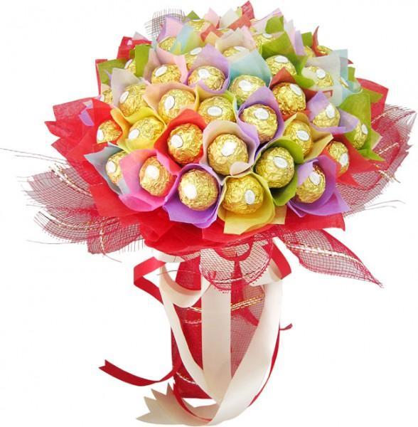 Цветы и конфеты в одном букете будте